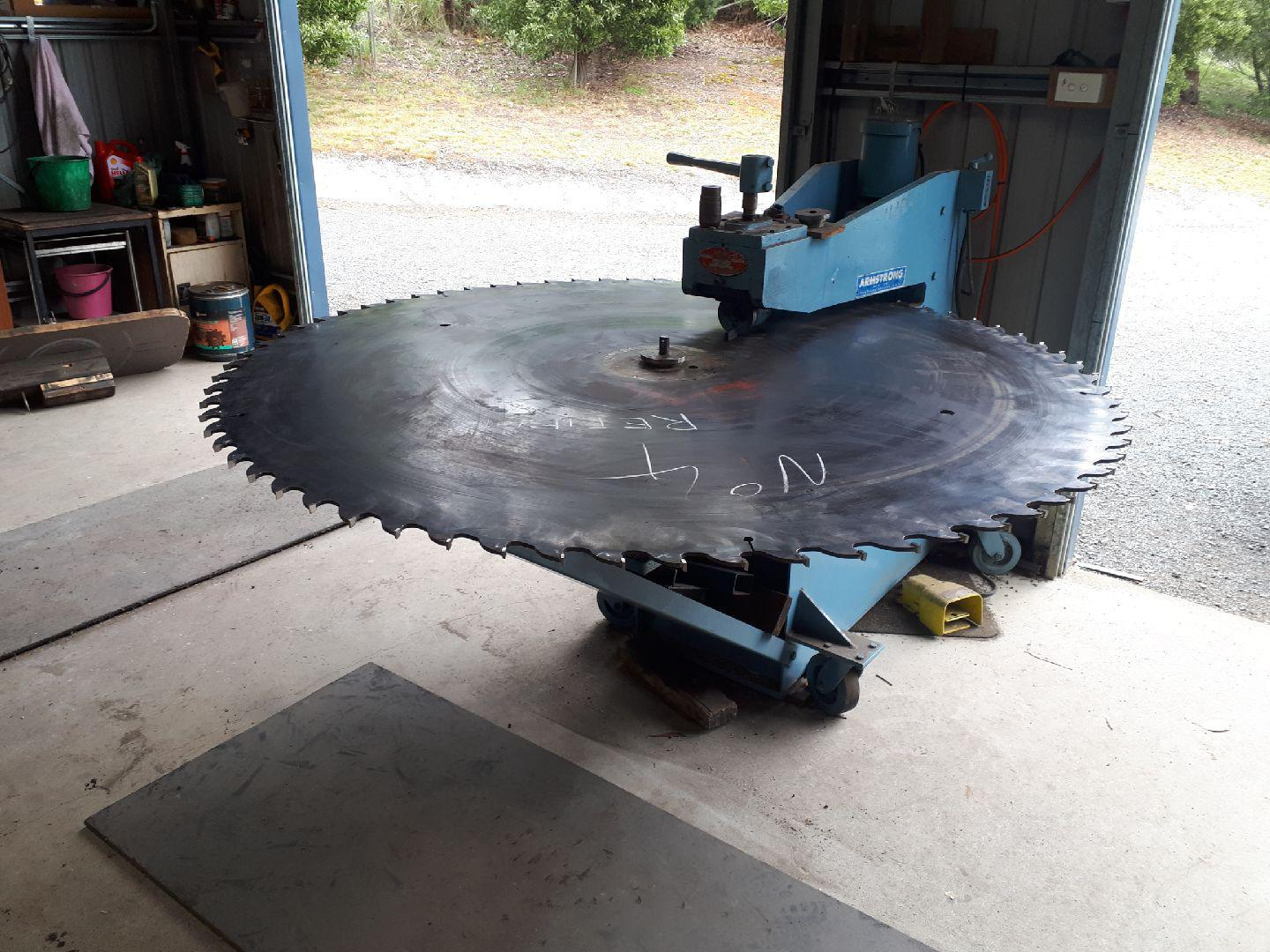 Huon Saw Services Saw Blade Tensioning. Armstrong Tensioner